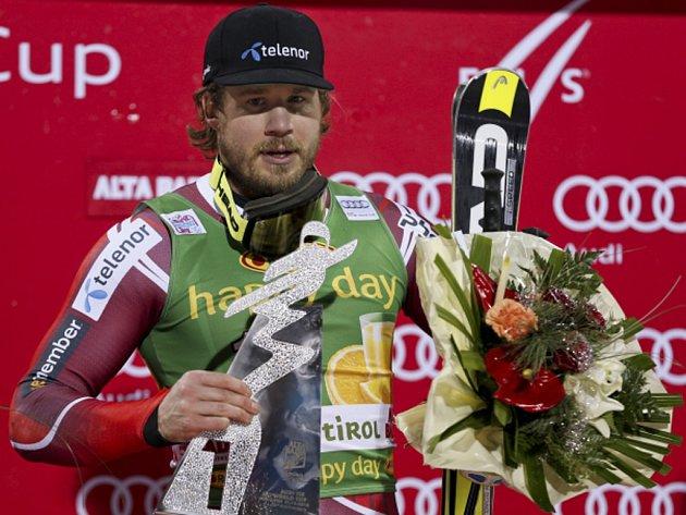 Kjetil Jansrud ovládl premiéru paralelního obřího slalomu SP.