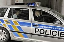 Bývalý poslanec ODS Marek Šnajdr (na zadím sedadle) je přivážen k Okresnímu soudu v Ostravě, který 16. června rozhodoval o jeho vzetí do vazby.