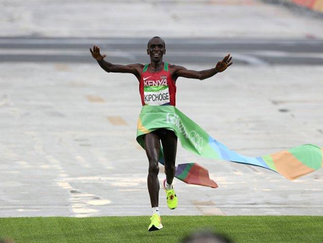 Eliud Kipchoge vyhrál na olympijských hrách v Riu maraton.