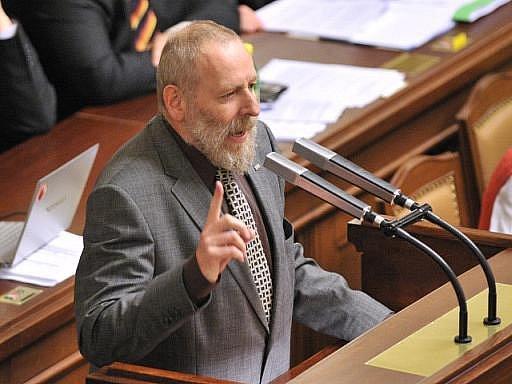 Poslanec Daniel Korte odzpíval své hlasování v Poslanecké sněmovně, kde 26. dubna večer poslanci všech tří koaličních stran podrželi vládu Petra Nečase.