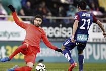 Barcelona porazila Eibar i díky tomuto zákroku Gerarda Piqueho
