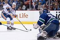 Connor McDavid z Edmontonu zazářil v říjnu nejvíc ze všech hráčů v zámořské NHL.