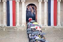 Poslední rozloučení s někdejším francouzským prezidentem Jacquesem Chirakem