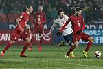 Čeští fotbalisté (v červeném) proti Norsku.