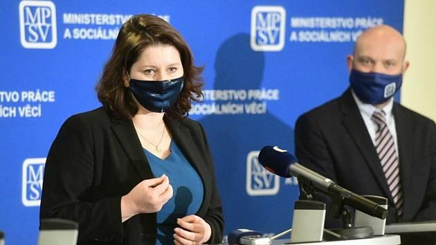 Ministryně práce a sociálních věcí Jana Maláčová (ČSSD) a nový generální ředitel Úřadu práce ČR Viktor Najmon vystoupili na tiskové konferenci 6. listopadu 2020 v Praze.
