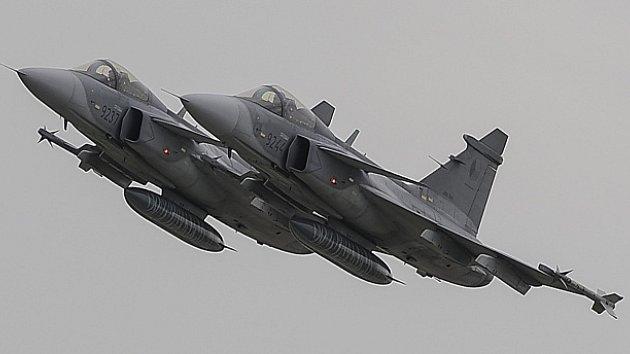 Formace dvou českých stíhacích letounů Saab JAS-39 C Gripen