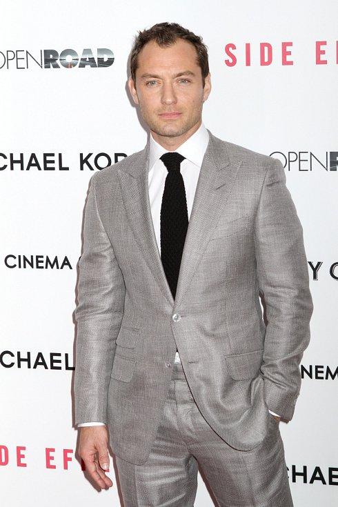 Jude Law má smysl pro styl.