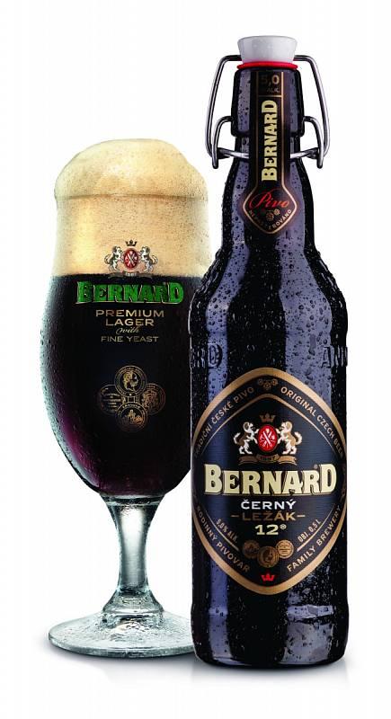 K uzenému kolenu vyberte Bernard Černý ležák s jemnými kvasnicemi.
