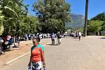 Kapskému městu dochází voda. Zemi sužují nebývalá sucha. Fronta na vodu.