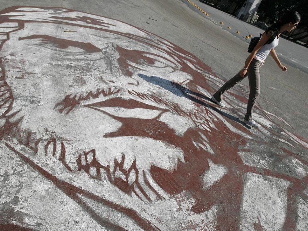 Mladá studentka jde na univerzitu v Havaně