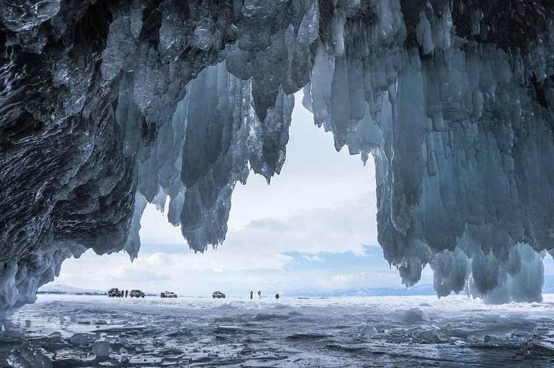 Vědci varují, že s táním věčného ledu se mohou uvolnit bakterie a viry, jež v něm byly uzavřeny po dobu tisíců let.