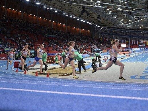 Denisa Rosolová na prvním místě v úvodním rozběhu na 400 metrů v rámci halového ME.