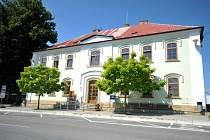 Dolní Újezd na Svitavsku. Na snímku z 9. července je budova obecního úřadu.