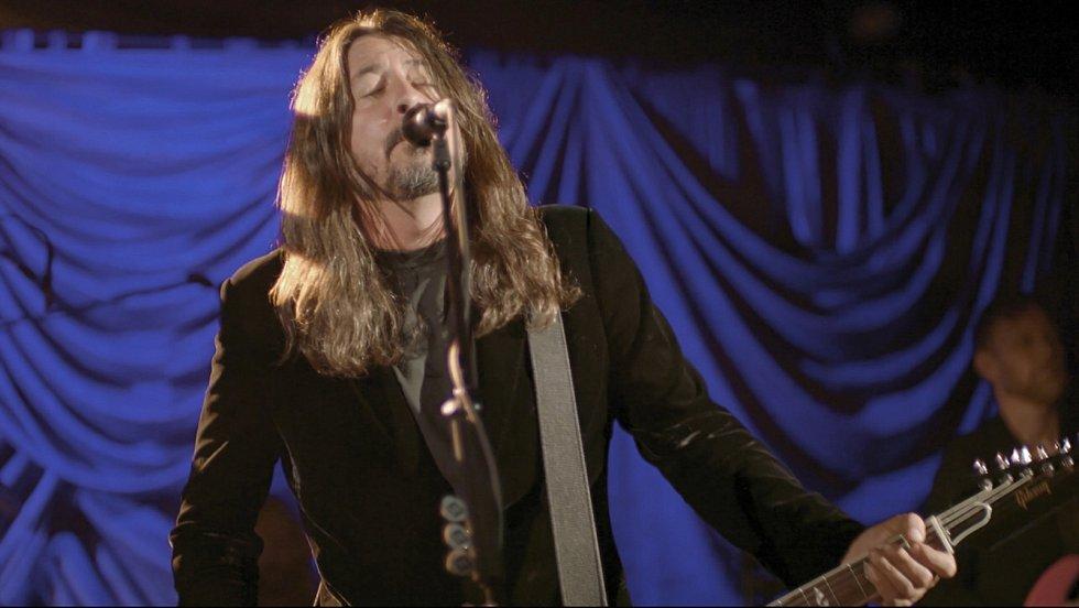 Dave Grohl z Foo Fighters na slavnosti spojené s  uvedením Joe Bidena do prezidentského úřadu.