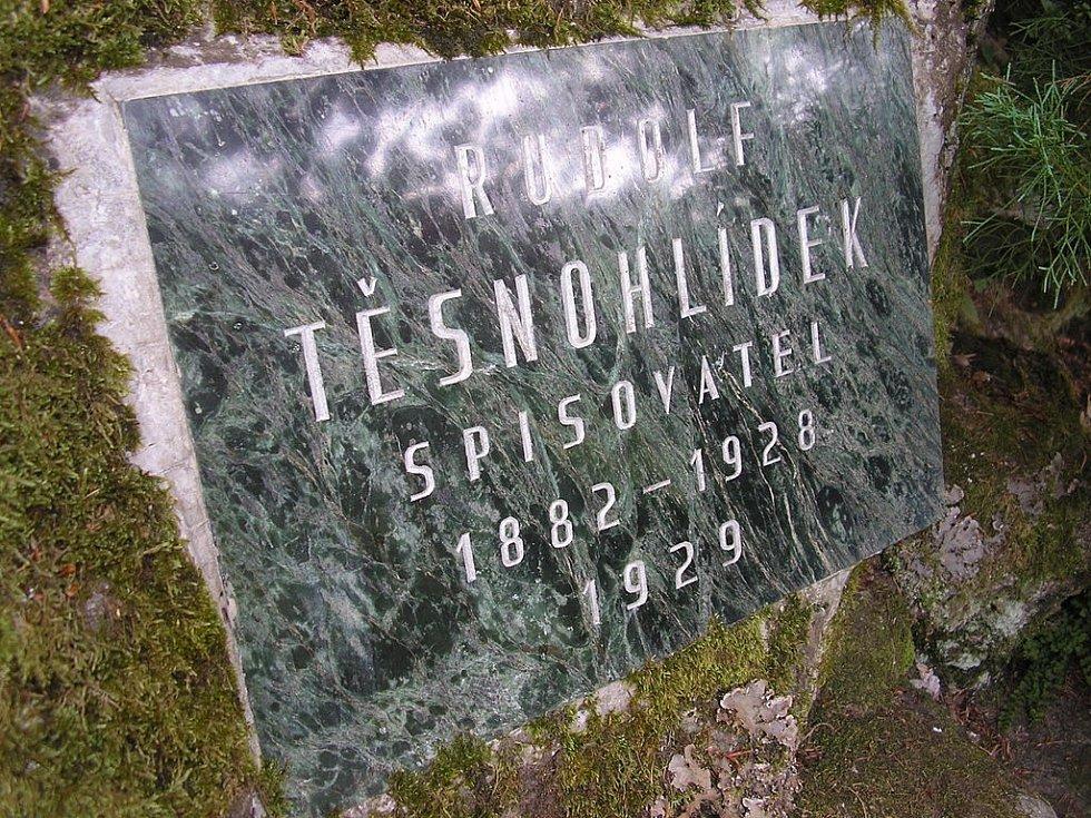 Pamětní deska Rudolfa Těsnohlídka v bílovických lesích u Brna