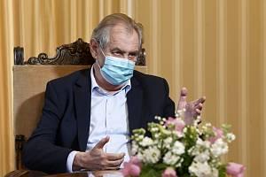 Prezident Miloš Zeman jmenoval soudce i generály