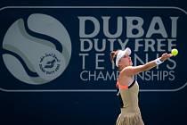 Česká tenistka Markéta Vondroušová během zápasu s Američankou Coco Gauffová na turnaji v Dubaji.