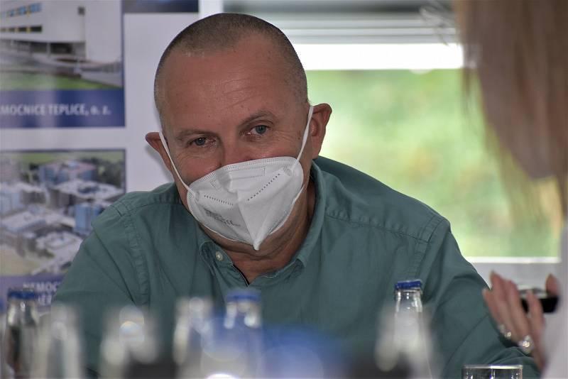 Profesor Vladimír Černý je přednosta ústecké kliniky anesteziologie, perioperační a intenzivní medicíny