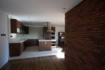 Finanční prostředky ze stavebního spoření byly použity na rekonstrukci místnosti, kde se bude nacházet kuchyň a obývací pokoj.