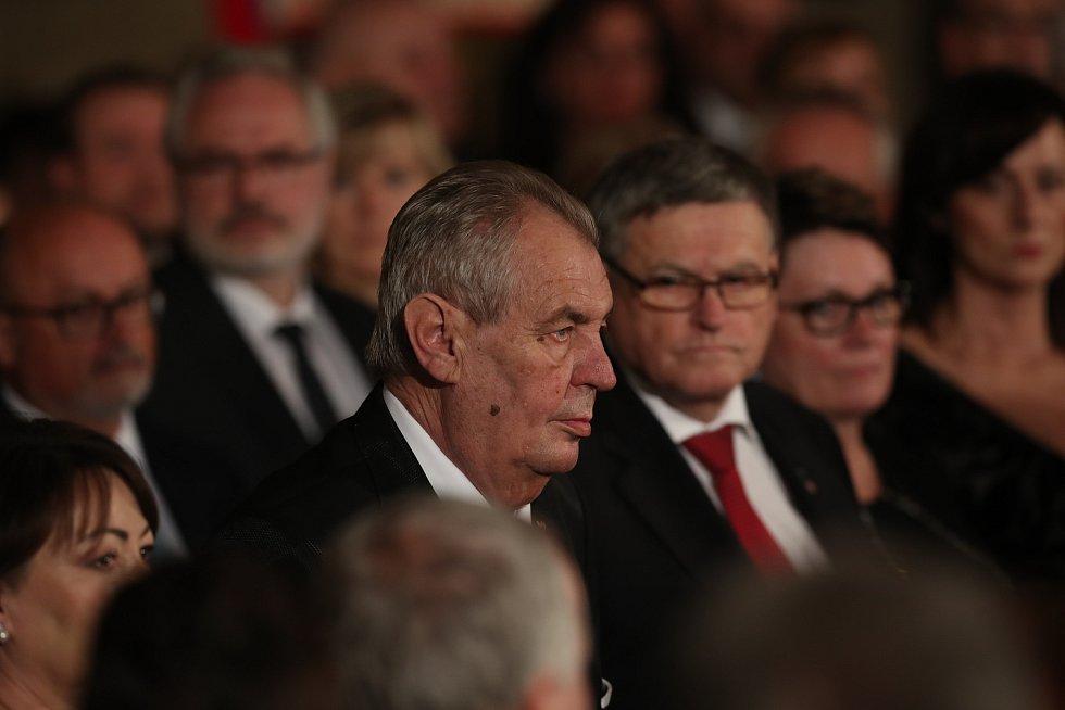 Předávání státních vyznamenání 28. října na Pražském hradě.