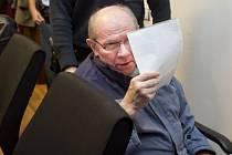 Soud uložil Josefovi Šimkovi 15 let vězení za vraždu muže, jehož tělo se našlo zabetonované pod stodolou v Záhornicích na Nymbursku.