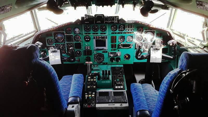 TU 154-M. Armádní speciál Tu 154-M sloužil nejen k přepravě nejvyšších ústavních činitelů včetně prezidentů Havla a Klause, ale i k dopravě humanitární pomoci nebo vojska. Ve Zruči můžete usednout i na sedadlo kapitána či prvního důstojníka