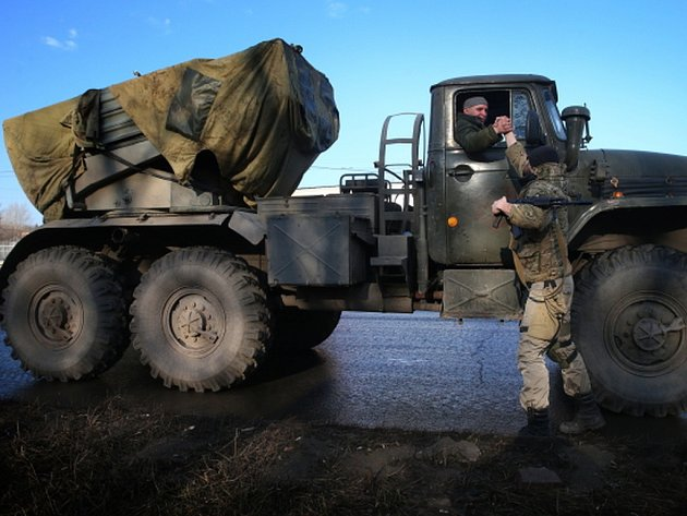 Situace na východě Ukrajiny se v noci na dnešek znovu vyostřila, povstalci poprvé po měsíci zaútočili raketami Grad. Ilustrační foto.