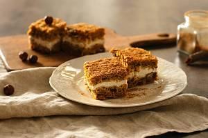 Mrkvový koláč stvarohovou náplní