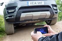 Range Rover Sport může být ovládán přes mobilní telefon.