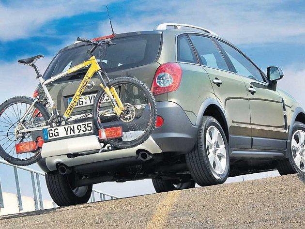VŮZ S ŘADOU VYMOŽENOSTÍ. Opel se vrací po letech se svou Antarou, která doznala řadu změn a vylepšení, také do terénu.