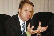 Svoji účast na Světovém poháru v lyžování v Liberci odřekl ministr životního prostředí Martin Bursík.