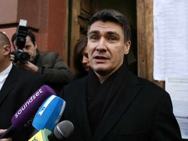 Chorvatský premiér Zoran Milanović zrušil plánovanou prosincovou cestu do Srbska kvůli provokativním výrokům srbského ultranacionalisty Vojislava Šešelje a podle Záhřebu nedostatečné odsuzující reakce srbského vedení.