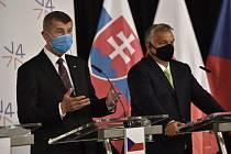 Český premiér Andrej Babiš (vlevo) a maďarský premiér Viktor Orbán