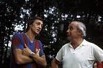 Johan Cruyff (vlevo) v barvách Barcelony.