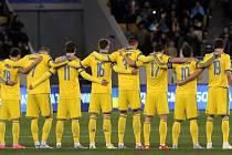 Před barážovým utkáním drželi minutu ticha za oběti teroristických útoků v Paříži i fotbalisté Ukrajiny se Slovinskem.