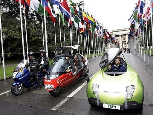 Ze Ženevy se na cestu kolem světa ve vozidlech poháněných výlučně sluneční energií vydaly tři posádky. Trasu mají zvládnout během osmdesáti dnů.