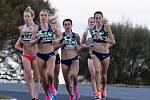 Sinead Diverová (vpravo) se ve 44 letech zúčastní své první olympiády.