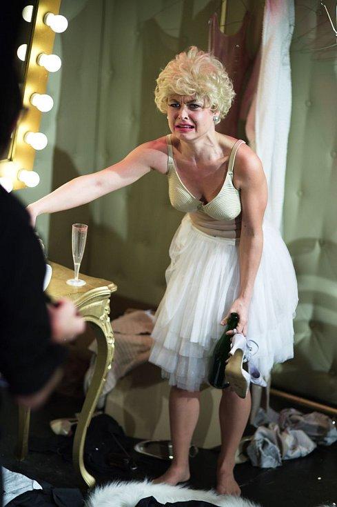 Švandovo divadlo v Praze uvedlo inscenaci o ikoně 20. století, Marilyn Monroe, s provokativním názvem Parchant Marilyn.