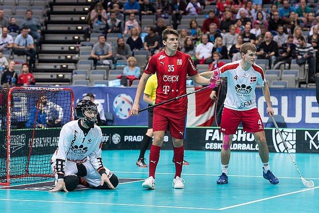 Čeští florbalisté ve čtvrtfinálovém utkání na mistrovství světa v Praze rozdrtili Dánsko.