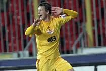 Tomáš Borek z Dukly Praha se raduje z gólu proti Brnu.