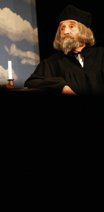 Na snímku Jaroslav Weigel jako Jan Hus.