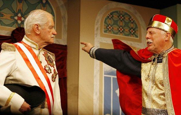 Na snímku Bořivoj Penc vlevo jako maršálek Radecký a Petr Brukner jako Svatý Václav.