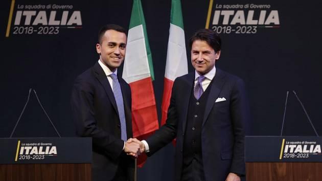 Giuseppe Conte a Luigi di Maio z MI5