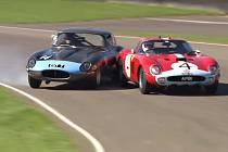 Jaguar E-Type a Ferrari 250 GTO na setkání Goodwood Revival.