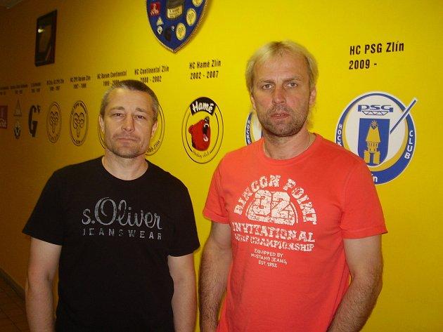 Trenér hokejistů Zlína Rostislav Vlach (vpravo) a nový asistent Juraj Jurík.