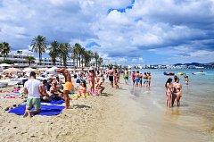Ibiza je pro turisty rájem, pro obyvatele někdy i peklem.