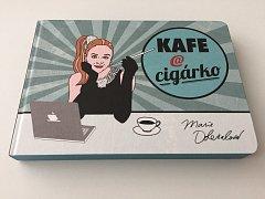 Kniha Kafe a cigárko herečky a blogerky Marie Doležalové.