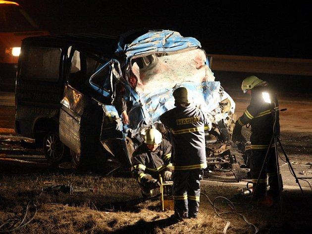 V mikrobusu zahynulo 8 dělníků