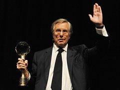 Americký režisér, scenárista a producent William Friedkin převzal 9. července na mezinárodním filmovém festivalu v Karlových Varech Křišťálový globus za mimořádný umělecký přínos světové kinematografii.
