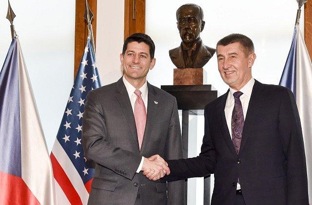 Předseda Sněmovny reprezentantů USA Paul Ryan (vlevo) a premiér v demisi Andrej Babiš.